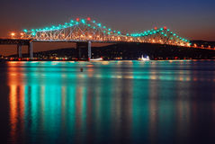 Tappan Zee桥梁在哈得逊河反射 库存照片