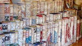 Tappeti ad un negozio del tappeto in Turchia immagini stock