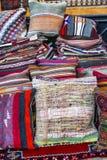 Tappeti orientali sul mercato fotografia stock libera da diritti