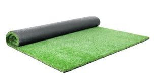 Tappeto artificiale rotolato dell'erba su fondo bianco immagine stock libera da diritti