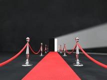 Tappeto rosso con la porta aperta Fotografie Stock