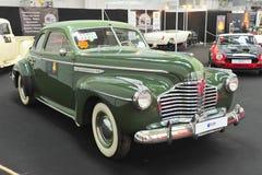Tappning återställd bil- Retro auto salong Arkivbilder