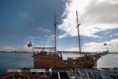 Tappning återställde det ankrade Caravel skeppet Arkivfoto