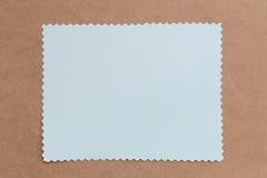 Tappning av papp på bruna bakgrunds- och kopieringsspecifikationer Royaltyfri Fotografi
