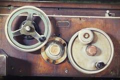 Tappning bearbetar med maskin arkivbilder