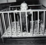 Tappning behandla som ett barn pojkebilden, barn Arkivfoto