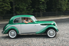 Tappning BMW-321 på den retro Leopolis för billopp granda prixen Fotografering för Bildbyråer