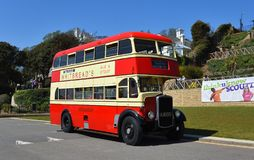 Tappning Bristol Double Decker Red Bus på vägen royaltyfria bilder