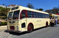 Tappning Bristol Double Decker Red Bus på vägen arkivbilder