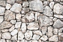 Tappning eller grungy vit bakgrund av gammal textur för naturlig sten som en retro modellvägg begreppsmässig vägggrunge Fotografering för Bildbyråer