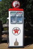 Tappning för bensinpump Arkivbilder