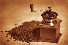 tappning för kaffegrinder Arkivfoto