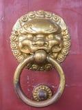 Tappning för porslin för dörrhandtag guld- Arkivbilder