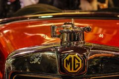 tappning för sepia för bilbil retro Morris Garages MG emblem Elementskyddsgaller Royaltyfri Fotografi