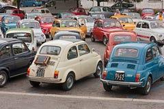 Tappning Fiat 500 samlar Arkivbilder