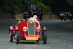 Tappning Fiat på den retro Leopolis för billopp granda prixen Royaltyfria Bilder