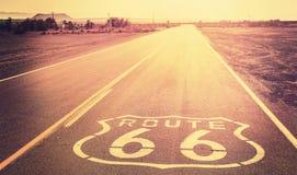 Tappning filtrerad solnedgång över Route 66 arkivbilder
