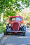 Tappning 1937 Ford Pickup Truck - främre sikt Arkivbilder