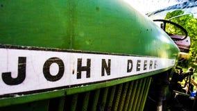Tappning gr?na John Deere Tractors royaltyfri fotografi