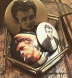 Tappning James Dean Buttons Picture royaltyfri foto