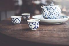 Tappning keramiska Kina, kinesiskt porslin, teservis royaltyfri foto