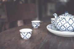 Tappning keramiska Kina, kinesiskt porslin, teservis arkivbilder