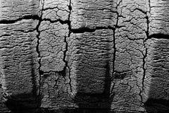 Tappning knäckt Rubber traktorgummihjul royaltyfria foton