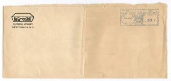 Tappning poststämplat kuvert Arkivbild