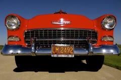 Tappning röda Chevy 1955 royaltyfria foton