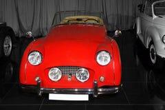 Tappning röda Triumph TR3A Arkivfoton