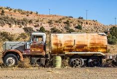 Tappning Rusty Tanker Truck Arkivbild