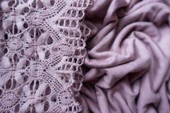 Tappning snör åt på draperat rosa tyg royaltyfria foton