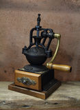 Tappning som utformas av gammal kaffegrinder Arkivbild
