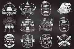 Tappning 4th av den juli designen i retro stil Sj?lvst?ndighetsdagenh?lsningkort Patriotiskt baner f?r websitemall vektor royaltyfri illustrationer
