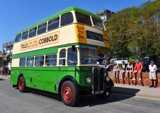 TappningAEC Regent Double Decker Green Bus på vägen royaltyfria foton