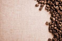 Tappningbönor av kaffe Arkivfoto