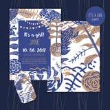 Tappningbaby shower för mallar för flickainbjudanvektor Duscha pastellfärgade kort med blommor i blått och guldfärger Royaltyfri Foto