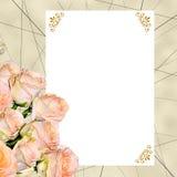 Tappningbakgrund med krämiga rosor och det tomma kortet Royaltyfria Foton