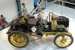 Tappningbil i det tekniska museet i Prague 11 Arkivfoto