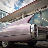 Tappningbil i ett garage Arkivfoto