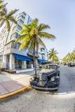 Tappningbil på havdrevet i Miami Beach Arkivbilder