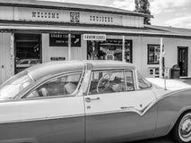 Tappningbil på rutt 66, arizona, USA Arkivfoton