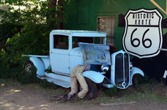 Tappningbil vid Route 66 på Seligman, Arizona, USA Royaltyfria Bilder