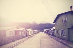 Tappningbild av gatan för bergby, Chile Arkivbild