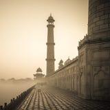 Tappningbild av Taj Mahal på soluppgång, Agra, Indien arkivfoton