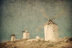 Tappningbild av väderkvarnar i Consuegra, Spanien royaltyfri foto