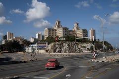 Tappningbilkörning på vägen i havannacigarren, Kuba royaltyfri fotografi