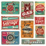 Tappningbilservice och bensinstationvektorn belägger med metall tecken royaltyfri illustrationer