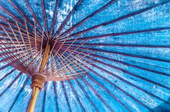 Tappningblått färgar traditionellt japan- eller asiatpapper - bomull arkivbild