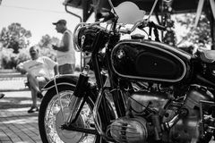 TappningBMW motorcykel på årlig oldtimerbilshow Royaltyfria Bilder